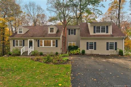 Single Family Home Sold in Ridgefield CT 06877. Colonial cape cod house near waterfront.