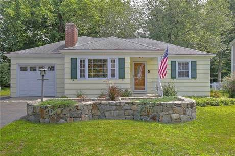Single Family Home For Sale in Fairfield CT 06825. Ranch house near beach side waterfront with 1 car garage.