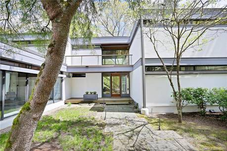 Single Family Home Sold in Easton CT 06612. Contemporary house near lake side waterfront with swimming pool and 2 car garage.
