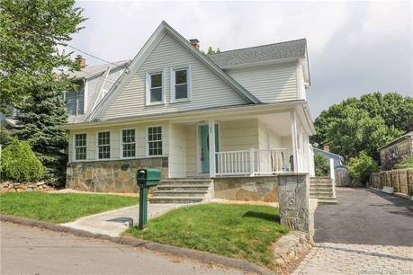 Single Family Home Sold in Fairfield CT 06825. Old colonial house near waterfront.