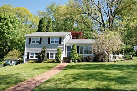Single Family Home Sold in Fairfield CT 06825.  house near waterfront.