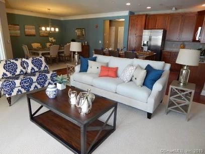 Condo Home Sold in Newtown CT 06470. Ranch house near waterfront with 1 car garage.