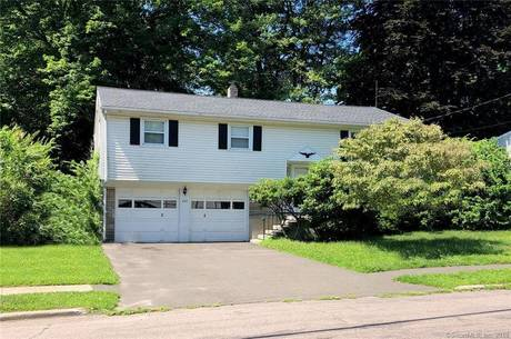 Short Sale: Single Family Home Sold in Fairfield CT 06824. Ranch house near beach side waterfront with 2 car garage.