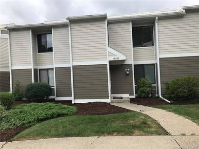 Condo Home Sold in Ridgefield CT 06877. Ranch house near waterfront with swimming pool.