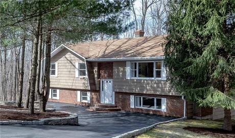 Single Family Home Sold in Trumbull CT 06611. Ranch house near beach side waterfront with 2 car garage.