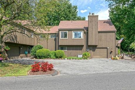 Condo Home Sold in Stratford CT 06614. Ranch townhouse near waterfront with swimming pool and 1 car garage.