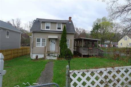 Foreclosure: Single Family Home Sold in Bridgeport CT 06606. Old  cape cod house near waterfront with 1 car garage.