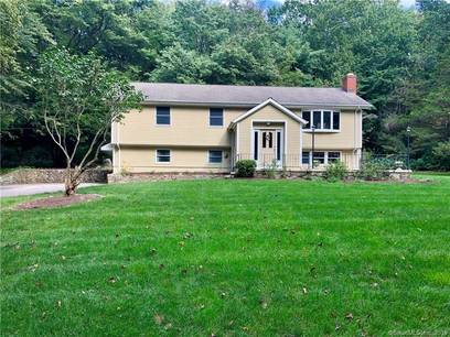 Single Family Home Sold in Monroe CT 06468. Ranch, colonial house near waterfront with 2 car garage.
