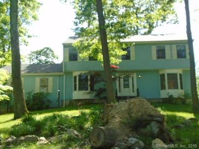 Foreclosure: Single Family Home Sold in Brookfield CT 06804. Colonial house near waterfront with 2 car garage.