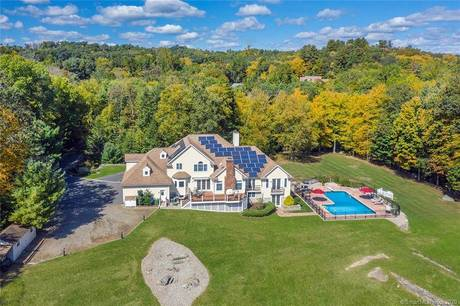 Single Family Home Sold in Brookfield CT 06804. Contemporary, colonial house near lake side waterfront with swimming pool and 4 car garage.