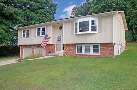 Single Family Home Sold in Newtown CT 06482. Ranch house near waterfront with swimming pool and 2 car garage.