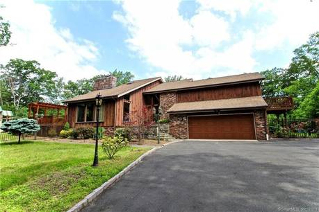 Single Family Home For Rent in Stamford CT 06903. Contemporary house near waterfront with swimming pool and 2 car garage.