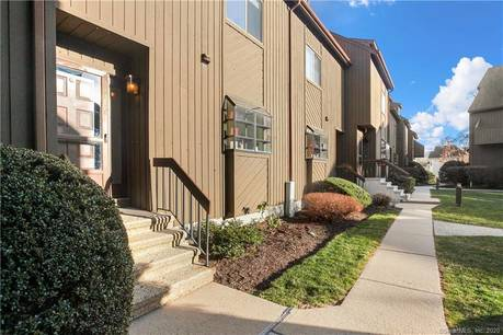 Condo Home For Sale in Stamford CT 06906.  townhouse near beach side waterfront with 1 car garage.