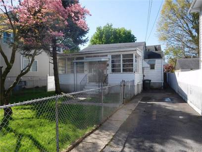 Foreclosure: Single Family Home Sold in Bridgeport CT 06606. Old ranch house near beach side waterfront.