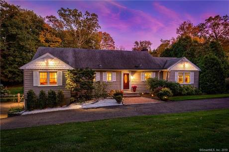 Single Family Home Sold in Stamford CT 06903. Ranch house near beach side waterfront with swimming pool and 2 car garage.