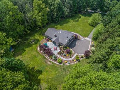 Single Family Home Sold in Redding CT 06896. Contemporary house near waterfront with 2 car garage.