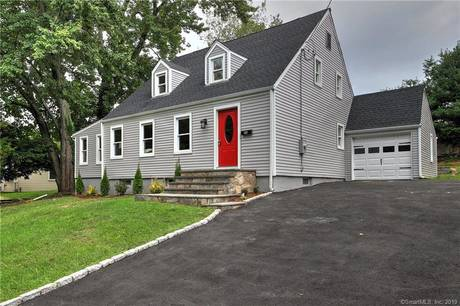 Single Family Home For Sale in Norwalk CT 06854. Colonial cape cod house near waterfront with 1 car garage.