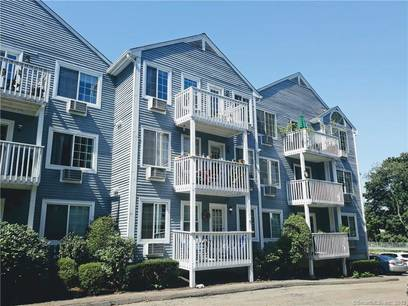 Condo Home Sold in Norwalk CT 06854. Ranch house near beach side waterfront.