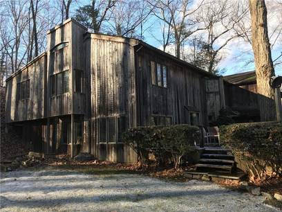Short Sale: Single Family Home Sold in Wilton CT 06897. Contemporary house near waterfront.