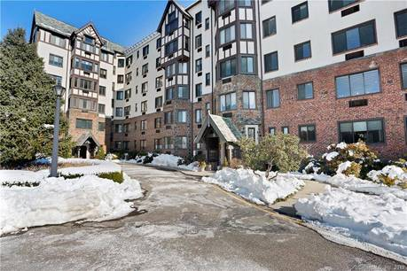 Condo Home Sold in Greenwich CT 06830.  house near waterfront.