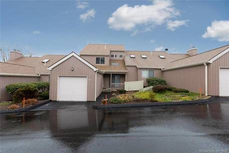 Condo Home For Rent in Shelton CT 06484.  townhouse near waterfront with swimming pool and 1 car garage.