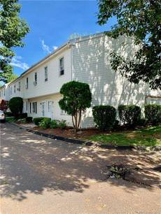 Condo Home For Sale in Bridgeport CT 06607.  townhouse near beach side waterfront.