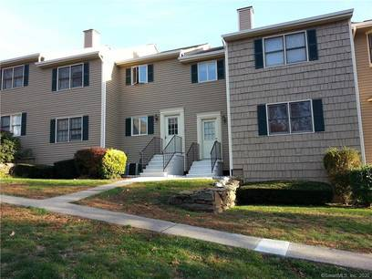 Condo Home For Rent in Bridgeport CT 06606. Ranch house near waterfront with 1 car garage.