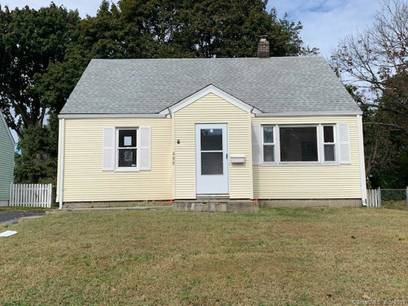 Foreclosure: Single Family Home Sold in Bridgeport CT 06606.  cape cod house near waterfront.