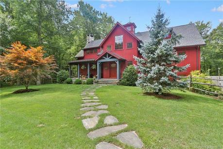 Single Family Home Sold in Stamford CT 06903. Colonial house near beach side waterfront with swimming pool and 2 car garage.