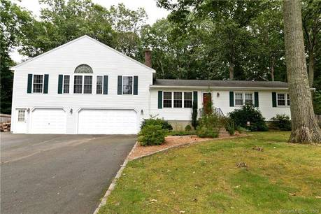 Single Family Home Sold in Newtown CT 06470.  house near waterfront with swimming pool and 3 car garage.