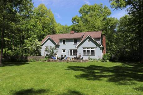 Short Sale: Single Family Home Sold in Weston CT 06883. Colonial house near beach side waterfront.