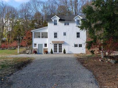 Single Family Home For Rent in Norwalk CT 06850. Old colonial cottage house near river side waterfront.