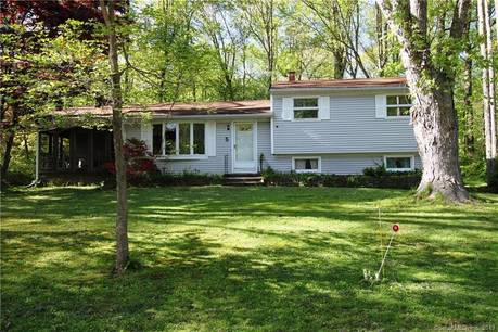Single Family Home Sold in Monroe CT 06468.  house near waterfront with 1 car garage.