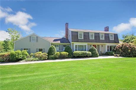 Single Family Home Sold in New Fairfield CT 06812. Colonial house near waterfront with swimming pool and 3 car garage.