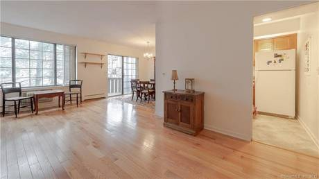 Condo Home Sold in Norwalk CT 06851. Ranch house near lake side waterfront with swimming pool.
