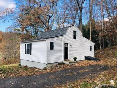 Foreclosure: Single Family Home For Sale in Newtown CT 06482.  cape cod house near waterfront with 1 car garage.