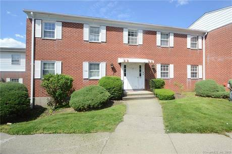 Condo Home Sold in Bridgeport CT 06606. Ranch house near beach side waterfront with swimming pool.