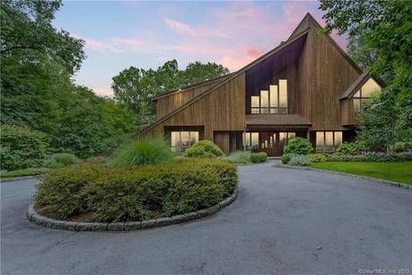 Single Family Home Sold in Stamford CT 06903. Contemporary house near beach side waterfront with 6 car garage.