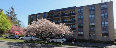 Residential Property For Rent in Stamford CT 06905.  house near beach side waterfront.