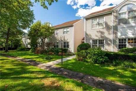 Condo Home Sold in Greenwich CT 06870.  house near lake side waterfront with 1 car garage.