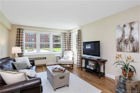 Condo Home Sold in Greenwich CT 06830.  house near waterfront with 1 car garage.