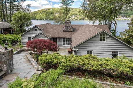 Single Family Home Sold in New Fairfield CT 06812. Ranch house near lake side waterfront.