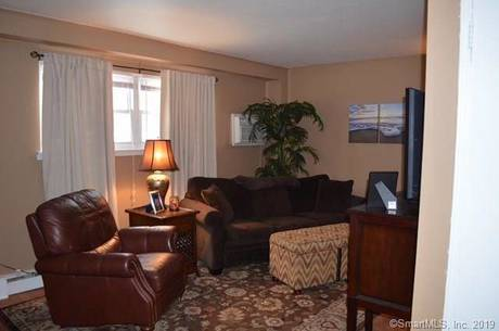 Condo Home For Sale in Norwalk CT 06851. Ranch house near waterfront.