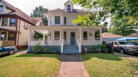 Single Family Home Sold in Bridgeport CT 06605. Old colonial house near waterfront.