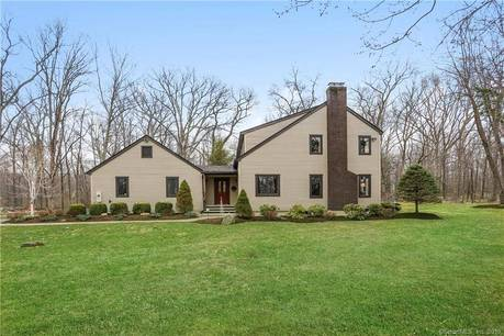 Single Family Home Sold in Brookfield CT 06804. Contemporary, colonial house near waterfront with 3 car garage.