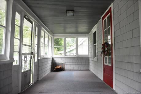 Single Family Home Sold in Stamford CT 06907. Old colonial house near waterfront with 1 car garage.