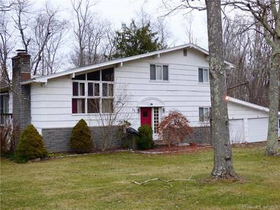 Single Family Home For Sale in Brookfield CT 06804. Contemporary house near waterfront with swimming pool and 2 car garage.