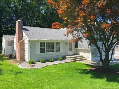 Single Family Home Sold in Fairfield CT 06825. Colonial house near waterfront with 2 car garage.