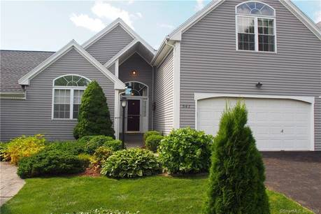 Condo Home Sold in Shelton CT 06484. Ranch house near waterfront with swimming pool and 2 car garage.