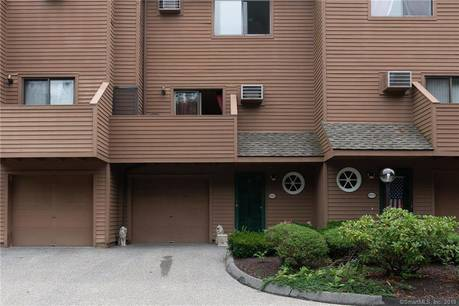 Condo Home Sold in Danbury CT 06810.  house near waterfront with 1 car garage.